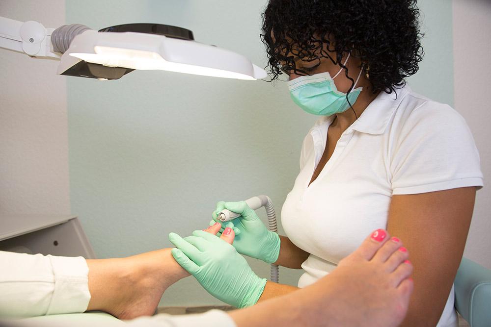 Medizinische und Kosmetische Fußbehandlung in der MedExpert Praxis Hannover