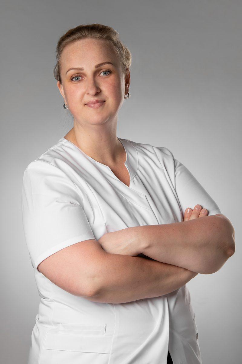 Lydia Helbert ist eine Staatlich anerkannte Kosmetikerin und ausgebildet im Bereich medizinische Fußpflege mit Schwerpunkt Diabetes.