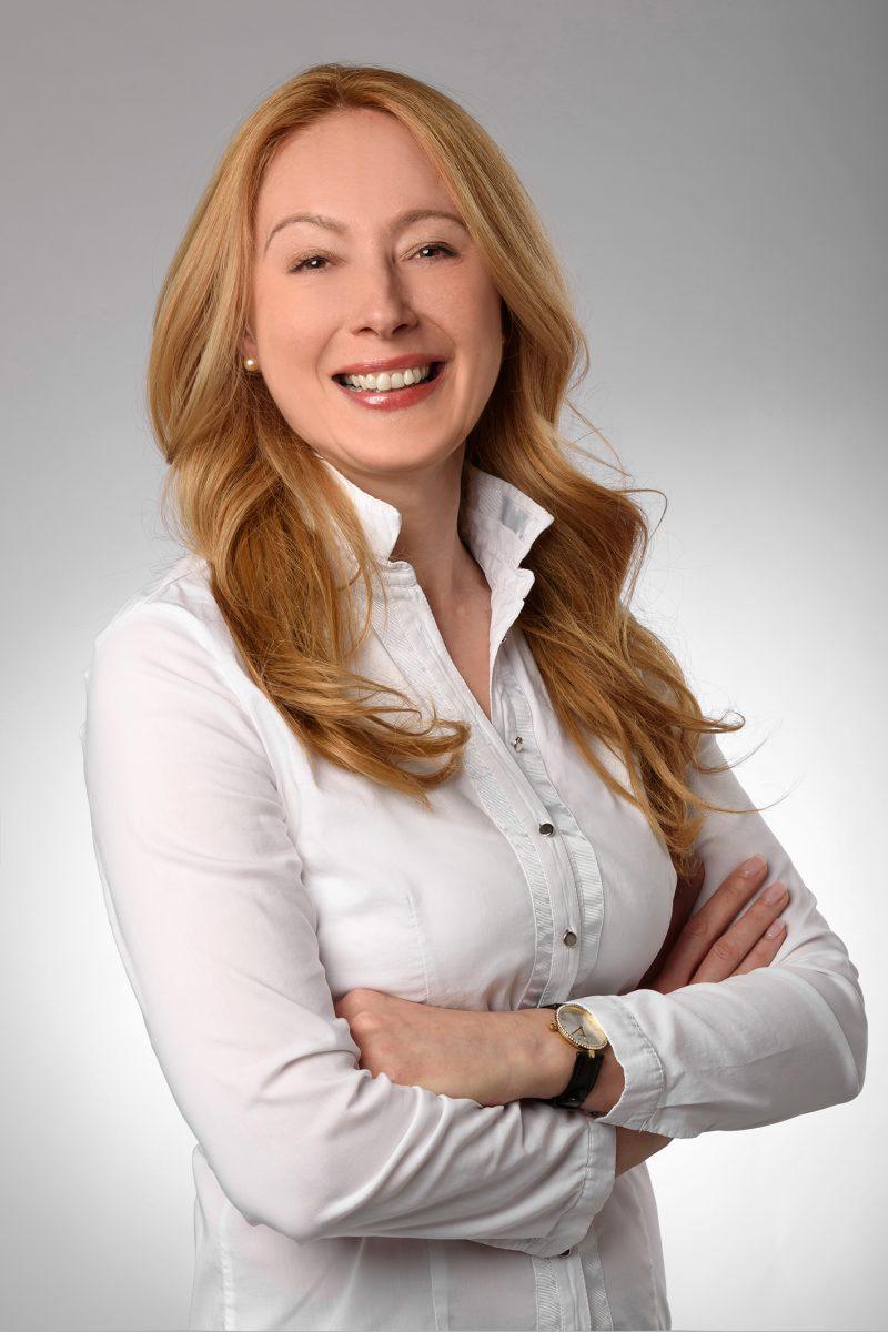 Elena Kage ist Geschäftsführerin, Diplom-Physiotherapeutin,spezialisiert im Bereich Orhopädie-, Chirurgie-, Neurologie sowie Kindertherapie.