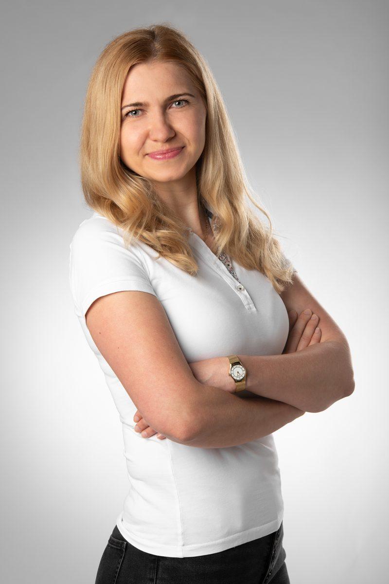 Olena Wendt ist eine Examinierte Krankenschwester, staatlich anerkannte Kosmetikerin, Medizinische Masseurin.